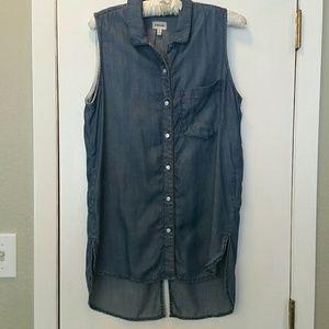Woman's Sneak peek blue chambray shirt sz M